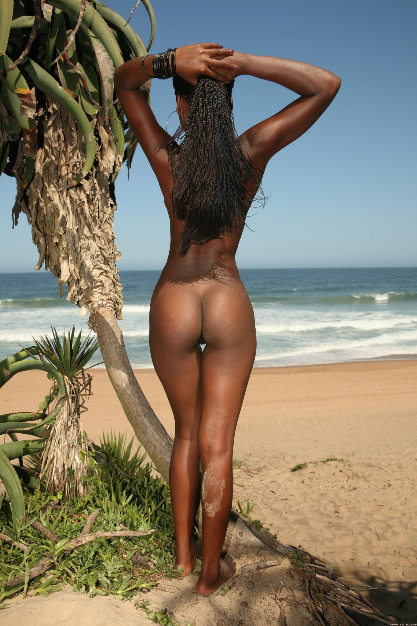 Мулатки на диком пляже